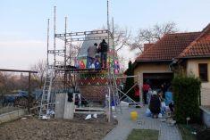 V Lemešanoch zapísali do Knihy rekordov kraslicu s výškou 510 cm