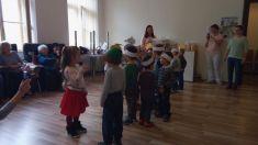 Mesiac úcty k starším - Vystúpenie detí MŠ Lemešany v Dennom stacionári